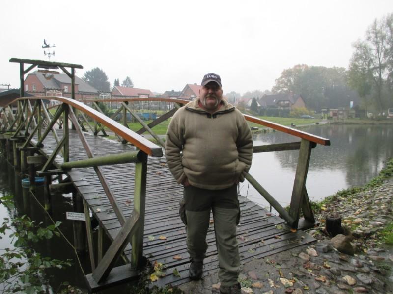 Ja, unter der Brücke sind die schweren Fische